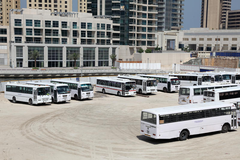 Parcheggio del bus in Doubai fotografia stock libera da diritti