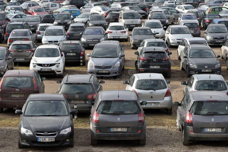 Parcheggio dell'automobile a Vilnius fotografia stock