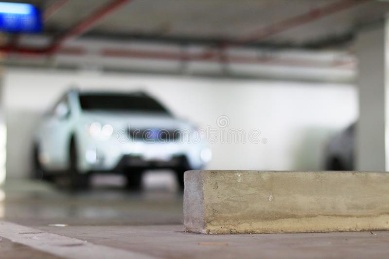 Parcheggio e fermata liberi della ruota del calcestruzzo immagine stock libera da diritti