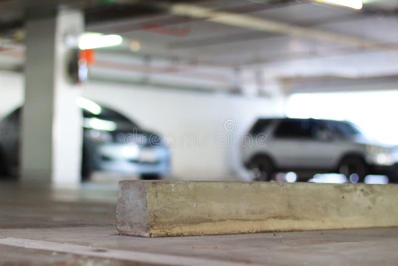 Parcheggio e fermata liberi della ruota del calcestruzzo immagini stock libere da diritti
