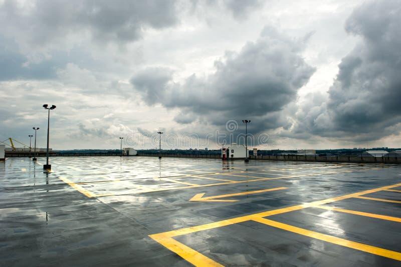 Parcheggio piovoso immagini stock libere da diritti