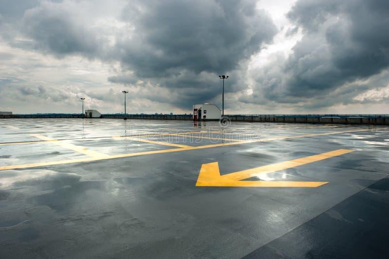 Parcheggio piovoso immagine stock