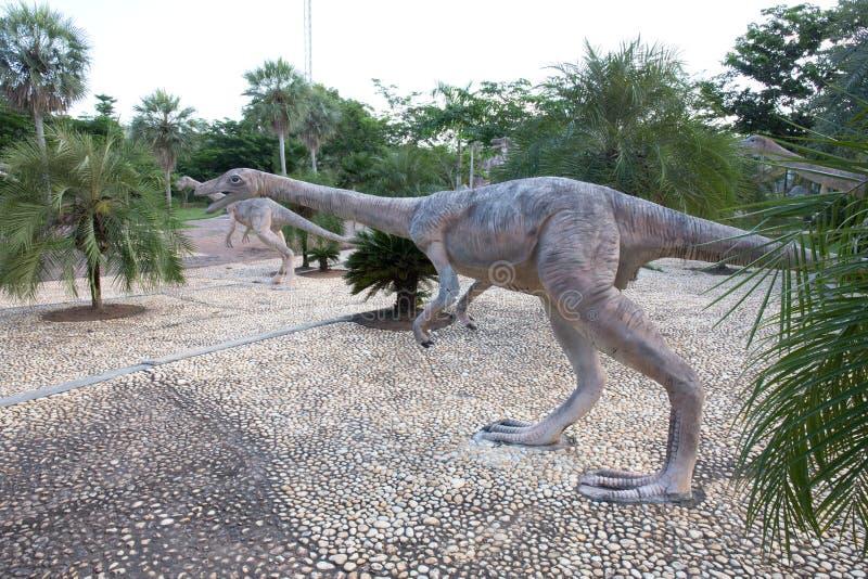 Parchi pubblici delle statue e del dinosauro in KHONKEAN, TAILANDIA immagine stock libera da diritti