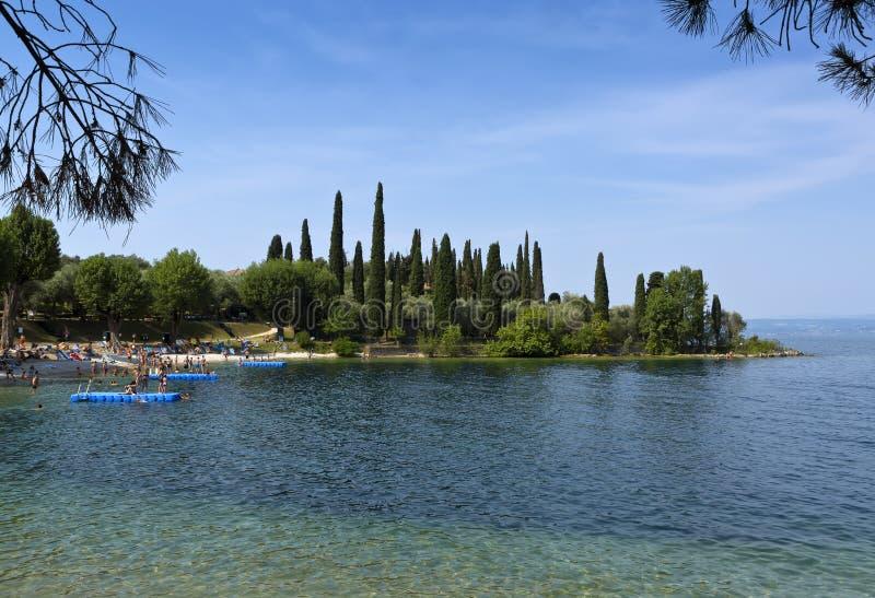 Parco Baia delle Sirene,蓬塔圣Vigilio, Garda湖,意大利 免版税库存图片