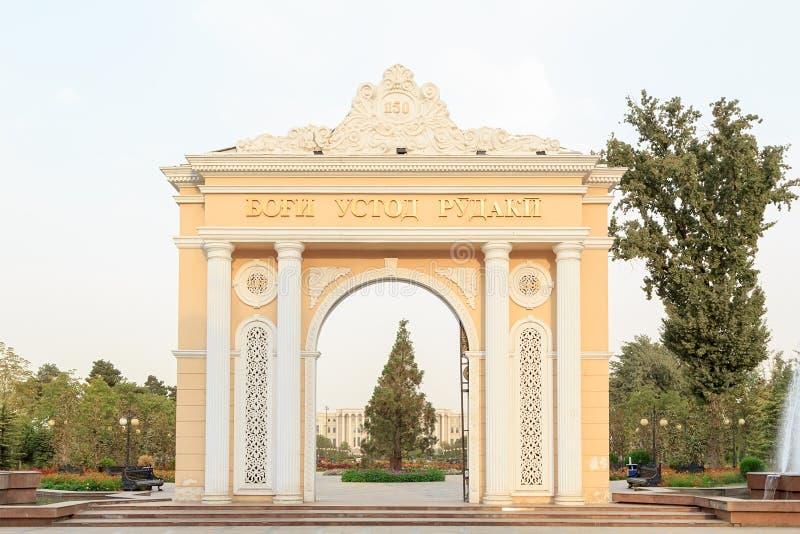 Parco Bogi Rudaki dell'arco Dushanbe, Tajikistan immagini stock