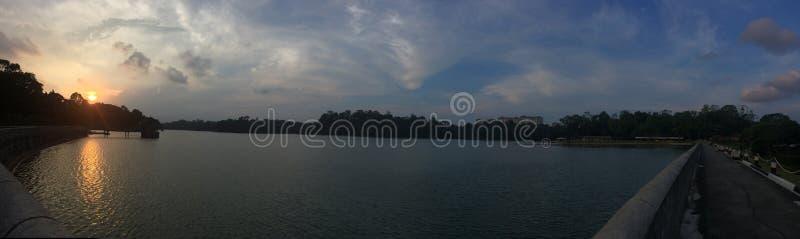 Parco del bacino idrico di Macritchie di tramonto vicino al lago fotografie stock libere da diritti