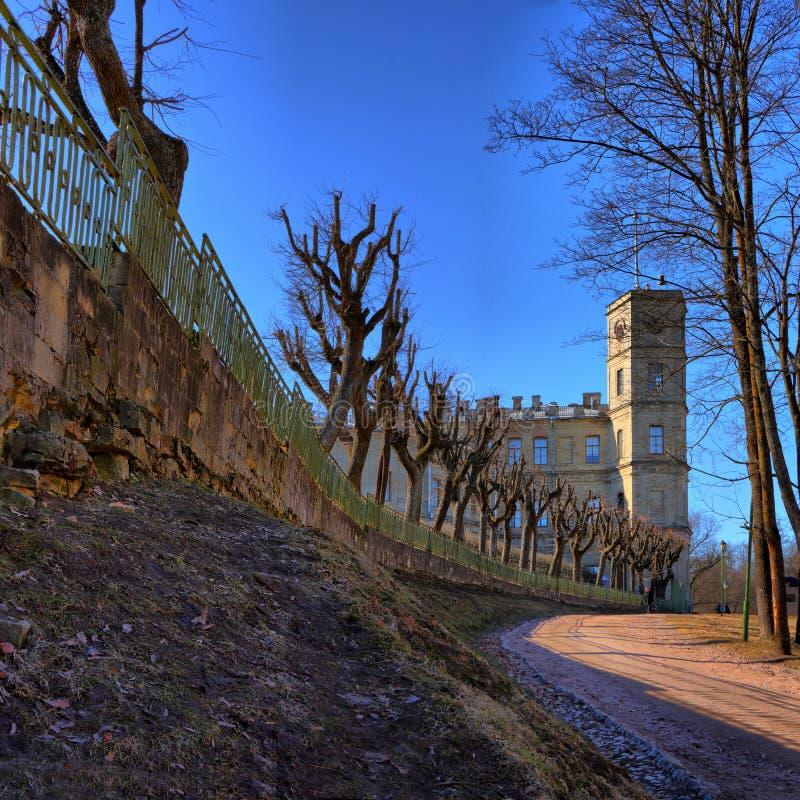 Parco del palazzo della primavera in Gatcina fotografia stock