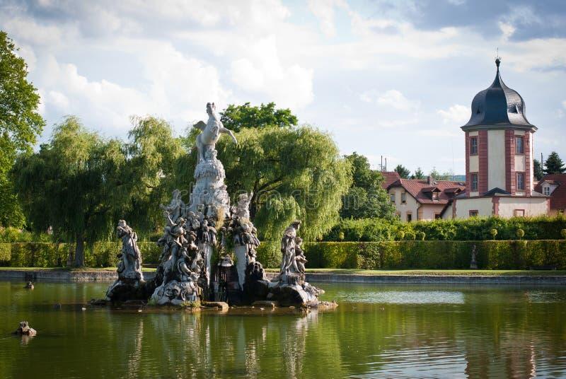Parco del palazzo di Veitshoechheim Giardino di rococò con i laghi e l'acquedotto germany fotografie stock libere da diritti