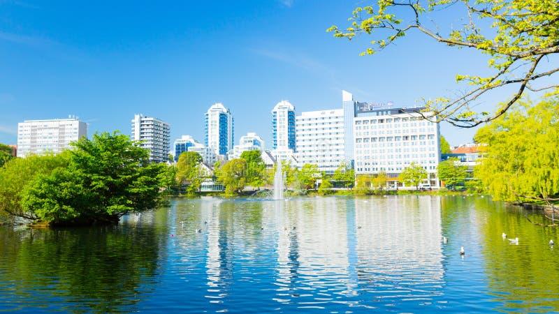 Parco della città di Stavanger ed hotel Norvegia immagini stock libere da diritti
