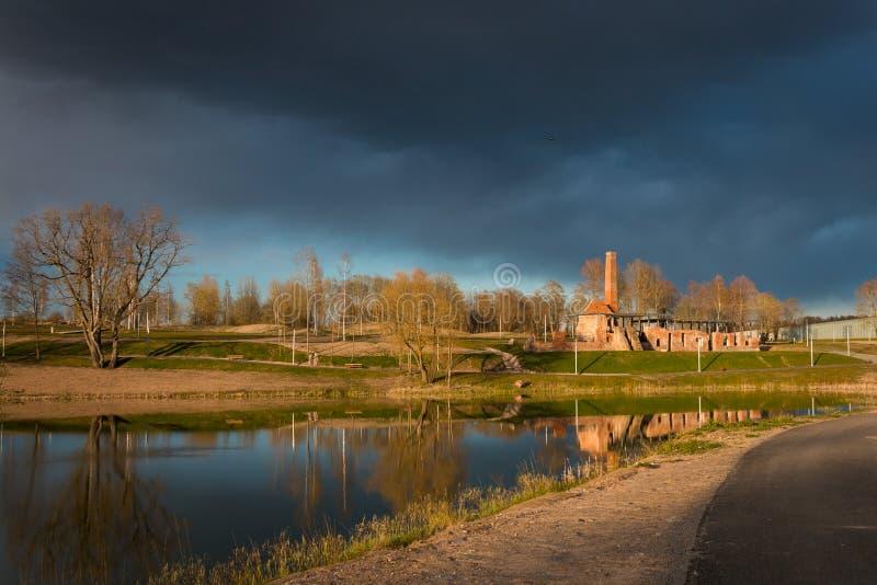 Parco della proprietà terriera di Raadi accanto al museo nazionale estone in Tartu, Estonia fotografia stock libera da diritti