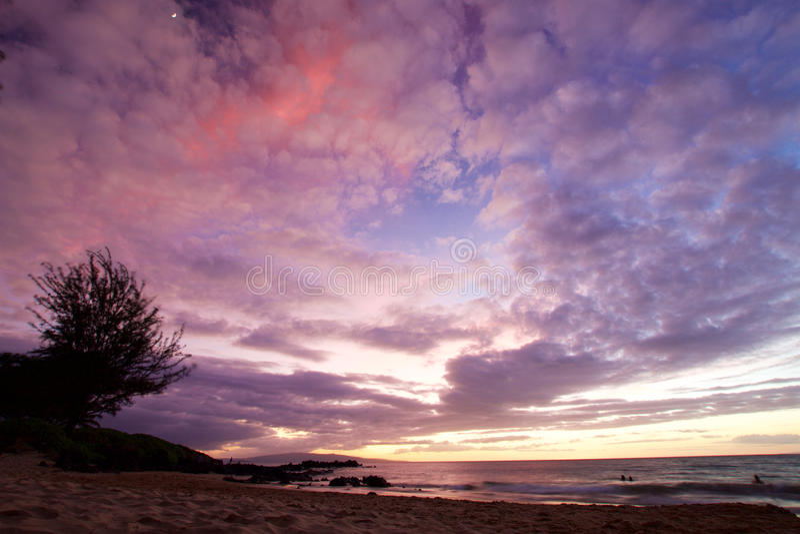 Parco della spiaggia di Kamaole di tramonto immagini stock libere da diritti