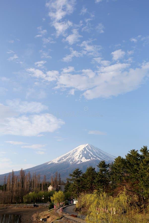 Parco di Kawaguchiko vicino al lago ed alle viste del monte Fuji fotografia stock libera da diritti