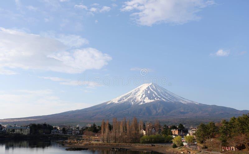 Parco di Kawaguchiko vicino al lago ed alle viste del monte Fuji fotografia stock
