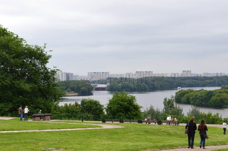 Parco di Kolomenskoe, giù sul lungomare immagini stock