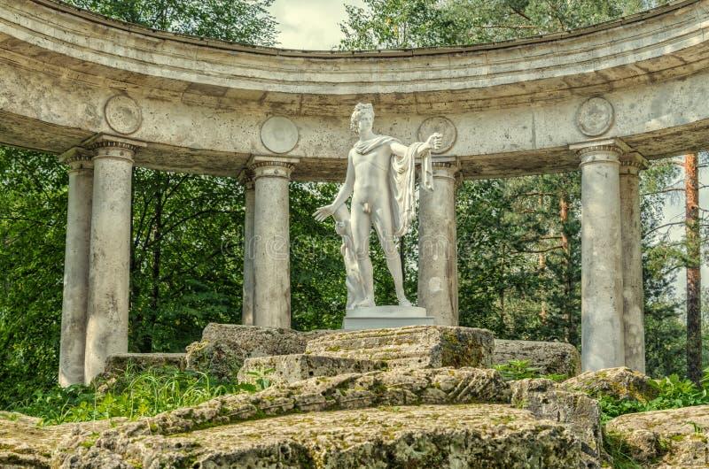 Parco di Pavlovsk La colonnato di Apollo Fine in su fotografie stock