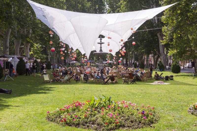 Parco di Zrinjevac a Zagabria nell'ora legale fotografia stock libera da diritti
