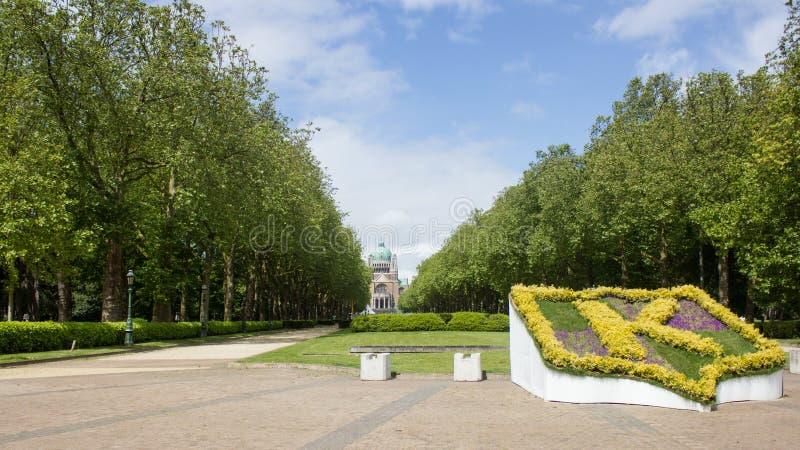 Parco Elisabeth e basilica sacra del cuore a Bruxelles, Belgio immagini stock