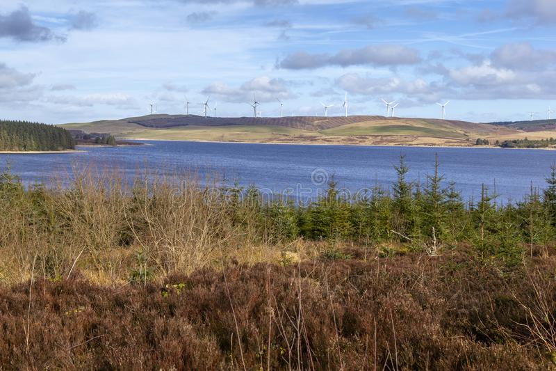 Parco eolico e Llyn Brenig di Clocaenog fotografie stock