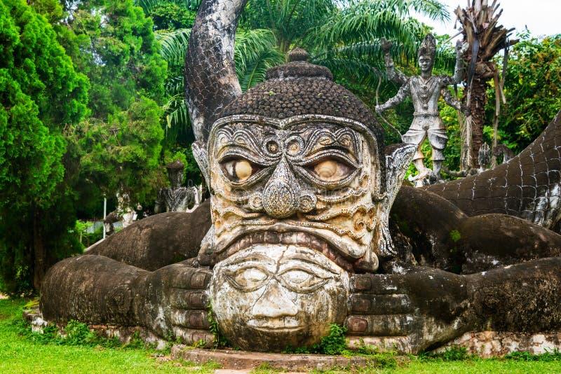 Parco famoso di Buddha a Vientiane, Laos con le numerose statue di Buddha fotografia stock