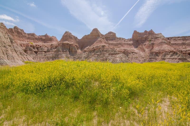 Parco nazionale dei calanchi - paesaggio dei pascoli e delle formazioni rocciose erose immagini stock libere da diritti
