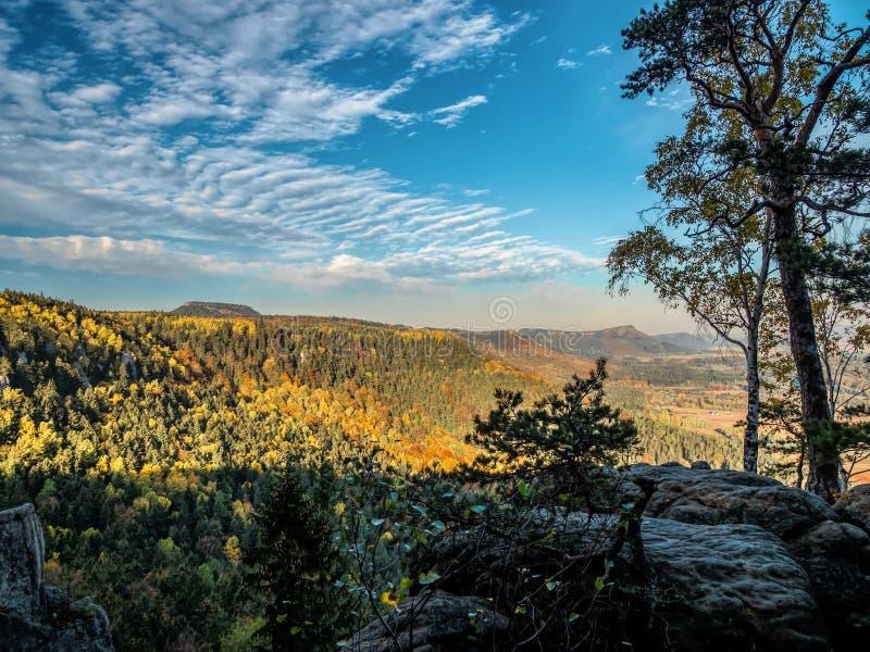 Parco nazionale delle montagne di Szczeliniec Wielki - Tabella (Polonia) fotografia stock libera da diritti