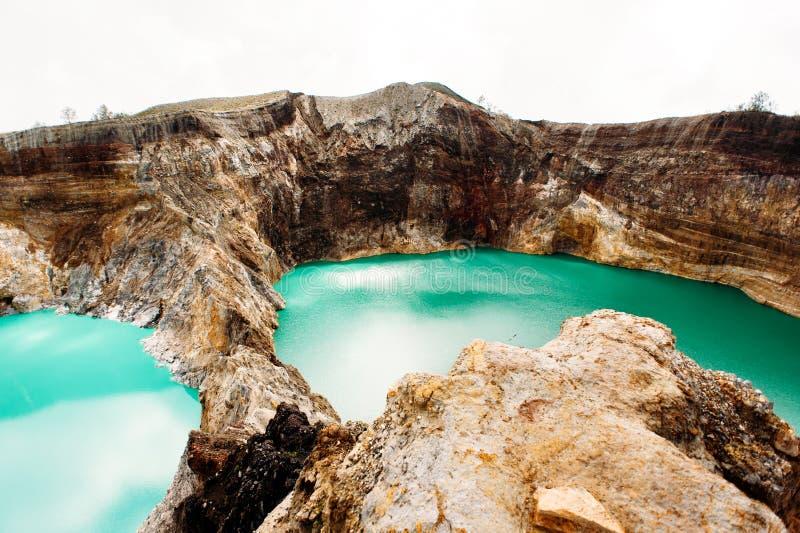Parco nazionale di Kelimutu in Indonesia Laghi colorati in cratere del vulcano di Kelimutu, Flores fotografia stock libera da diritti