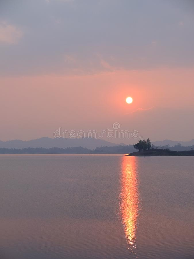 Parco nazionale di Khao Laem | Posto della natura e bello in Tailandia immagine stock