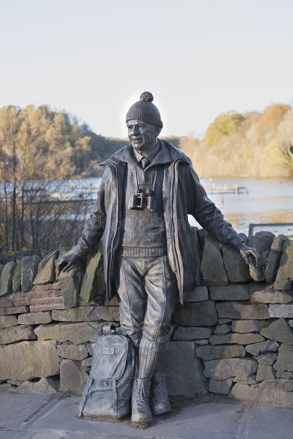 Parco nazionale Loch Lomond Scozia Regno Unito di Tom Weir Memorial Statue At Balmaha fotografia stock libera da diritti