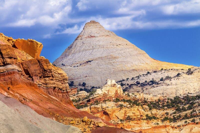 Parco nazionale Utah della scogliera del Campidoglio della montagna dell'arenaria della cupola del Campidoglio immagini stock libere da diritti