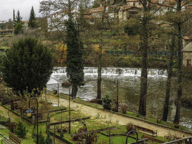 Parco nel villaggio di Allariz immagini stock libere da diritti