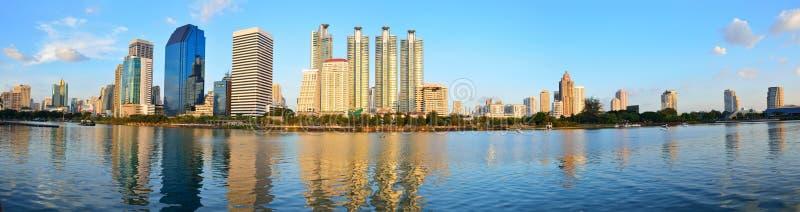 Parco pubblico di Benjakitti a Bangkok, Tailandia fotografia stock libera da diritti