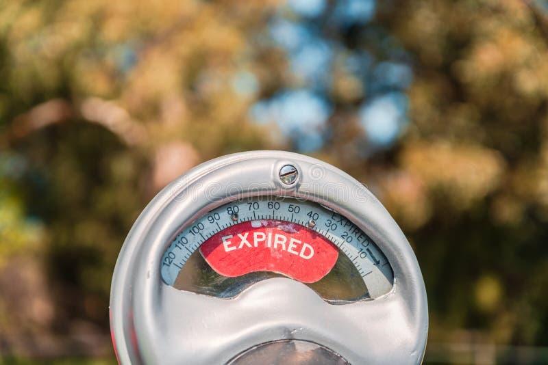 Parcomètre australien de cru avec l'avis expiré sur l'affichage photo stock