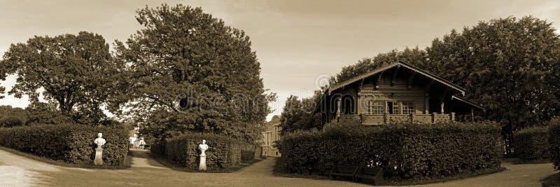 Parcs de Moscou Domaine noble Kuskovo Vues du jardin et de la maison suisse image stock