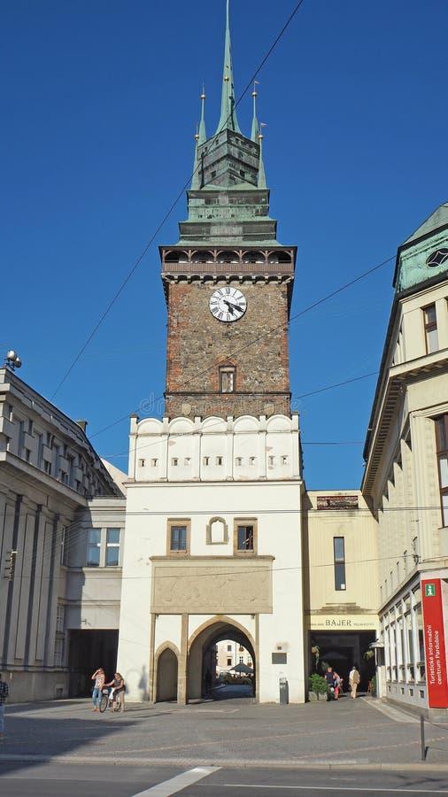 Pardubice, república checa A torre verde uma dos símbolos da cidade fotos de stock