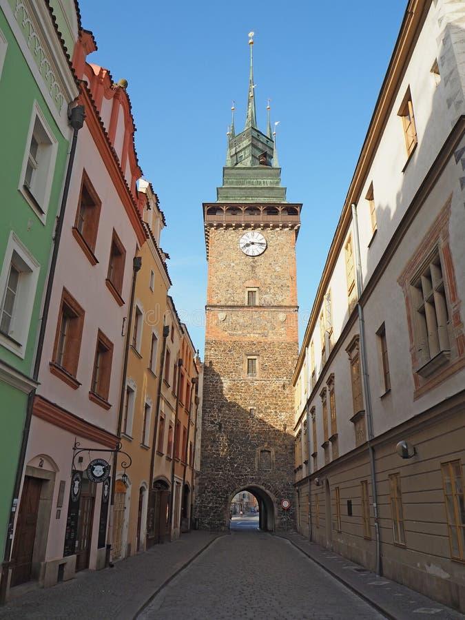 Pardubice Tjeckien Det gröna tornet ett av symbolerna av staden arkivfoton