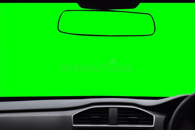 Pare-brise et rétroviseur, vue à l'intérieur de la voiture avec s vert photo stock