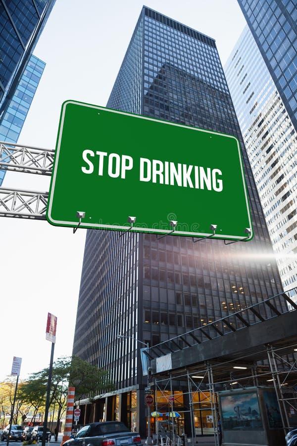 Pare de beber contra o arranha-céus na cidade ilustração royalty free