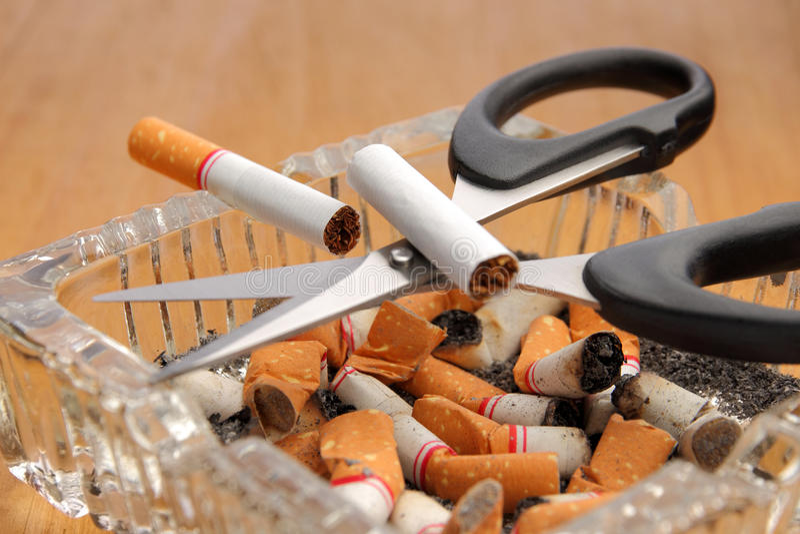 Pare el fumar, abandone el fumar imagen de archivo