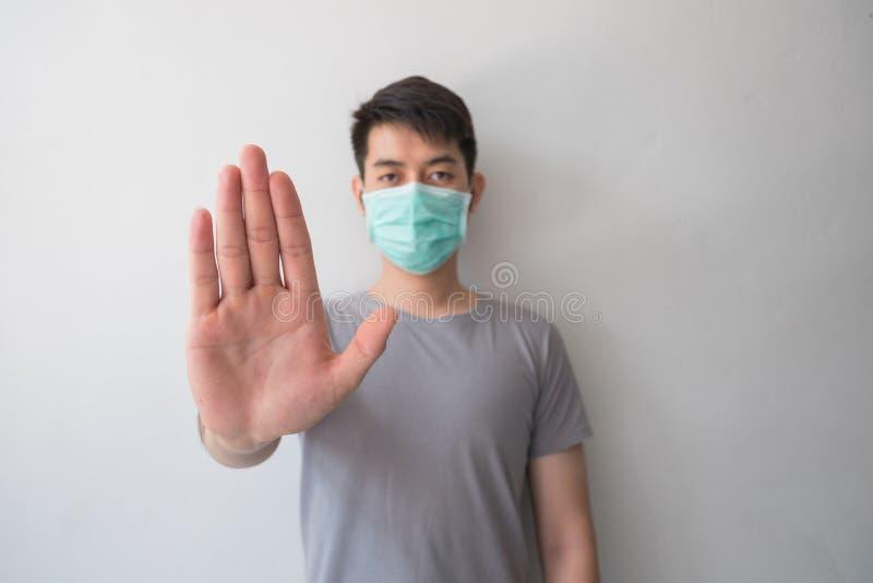 Pare a infecção! Gesto saudável da exibição do homem foto de stock royalty free