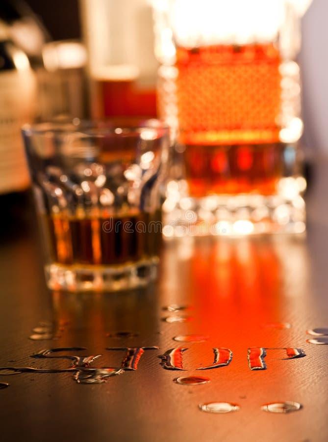 Download Pare-o foto de stock. Imagem de lifestyle, bebida, dependência - 10060778