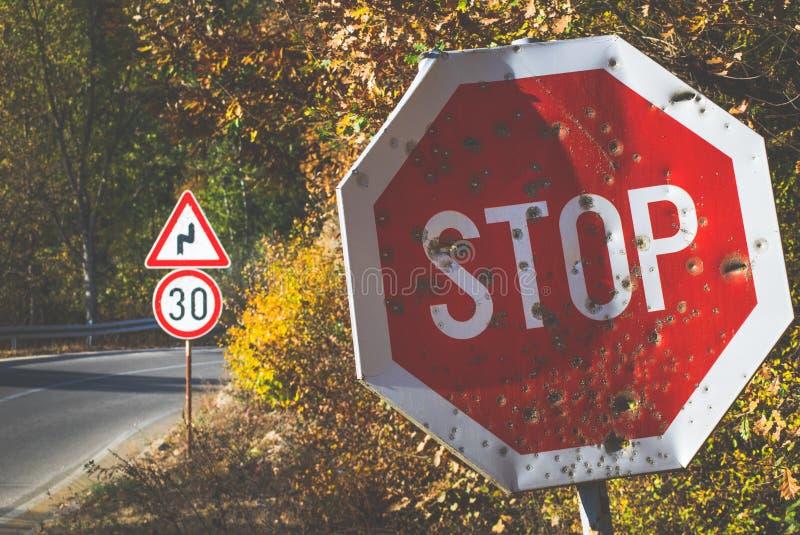 Pare o sinal na estrada fotografia de stock royalty free
