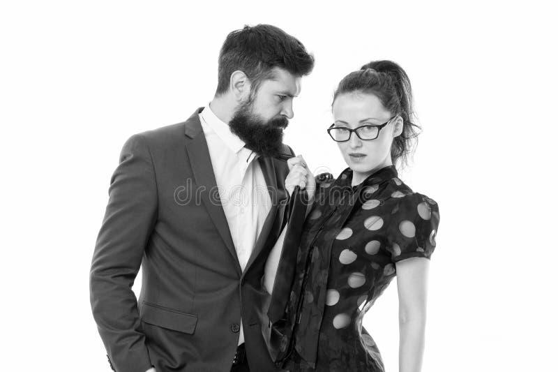 Pare a persegui??o Homem farpado e mulher 'sexy' Pares rom?nticos no escrit?rio businesspeople Desejo desencadeado Neg?cio 'sexy' imagens de stock royalty free