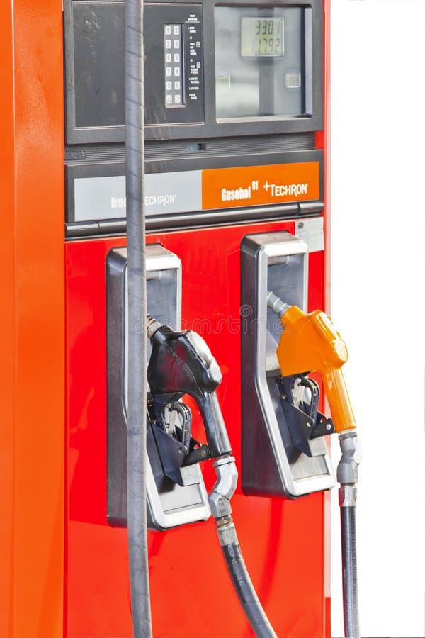Parecchi ugelli della pompa di benzina alla stazione di servizio fotografia stock libera da diritti
