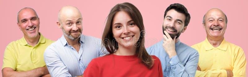 Parecchia gente dell'età differente che esamina macchina fotografica e sorridere Collage del gruppo del lavoro immagini stock