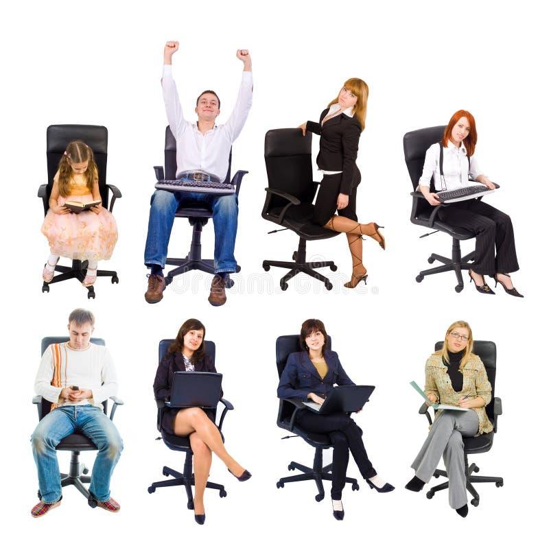 Parecchia gente nelle presidenze dell'ufficio immagine stock libera da diritti