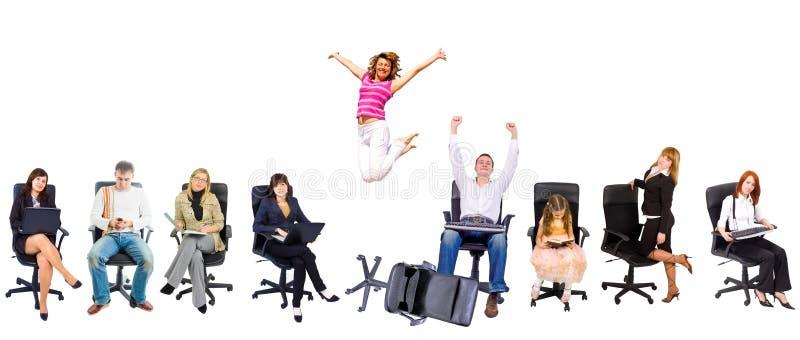 Parecchia gente nelle presidenze dell'ufficio immagini stock libere da diritti