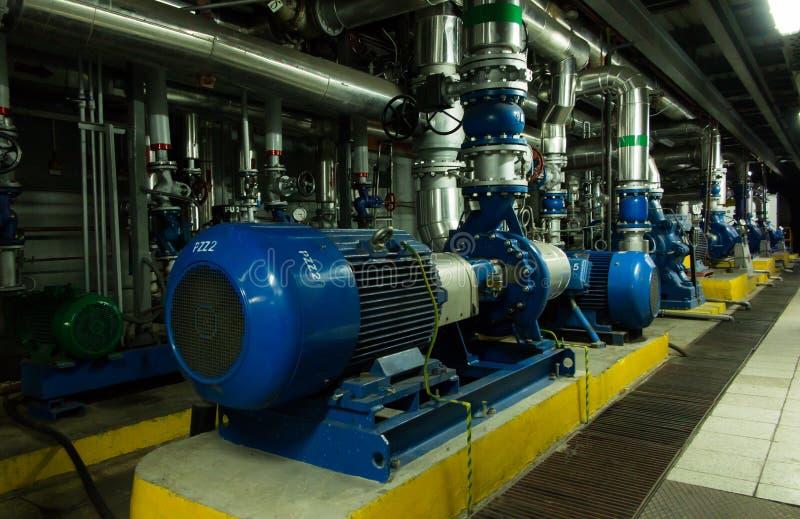 Parecchie pompe idrauliche con i grandi motori immagini stock