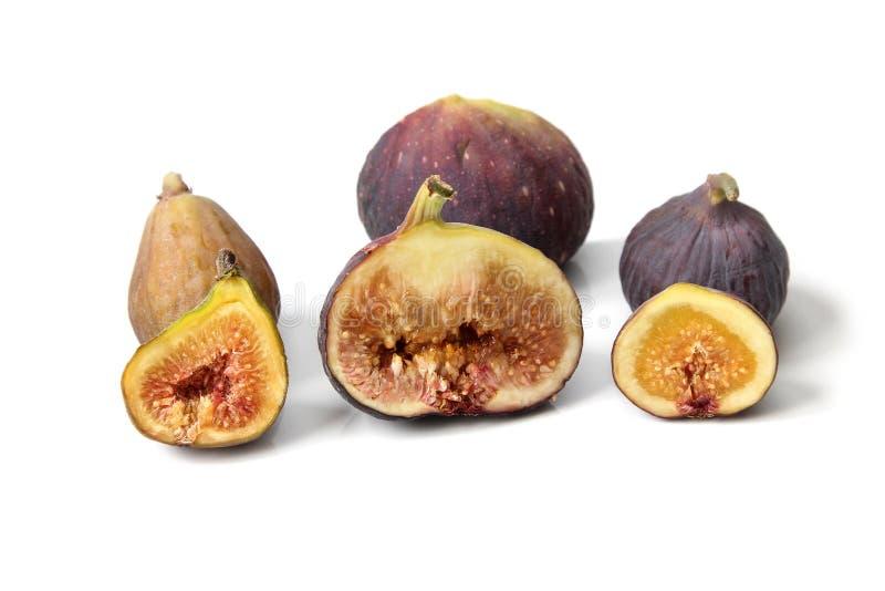 Parecchie varietà di fico comune fruttifica aperto tagliando mostrando la carne su fondo bianco immagini stock libere da diritti