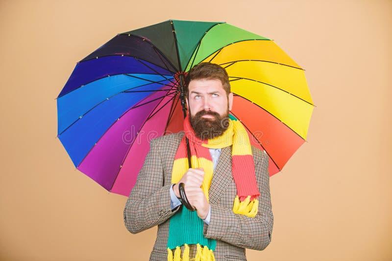 Parece chover Os dias chuvosos podem ser resistentes obter completamente Preparado para o dia chuvoso Despreocupado e positivo ap imagem de stock royalty free