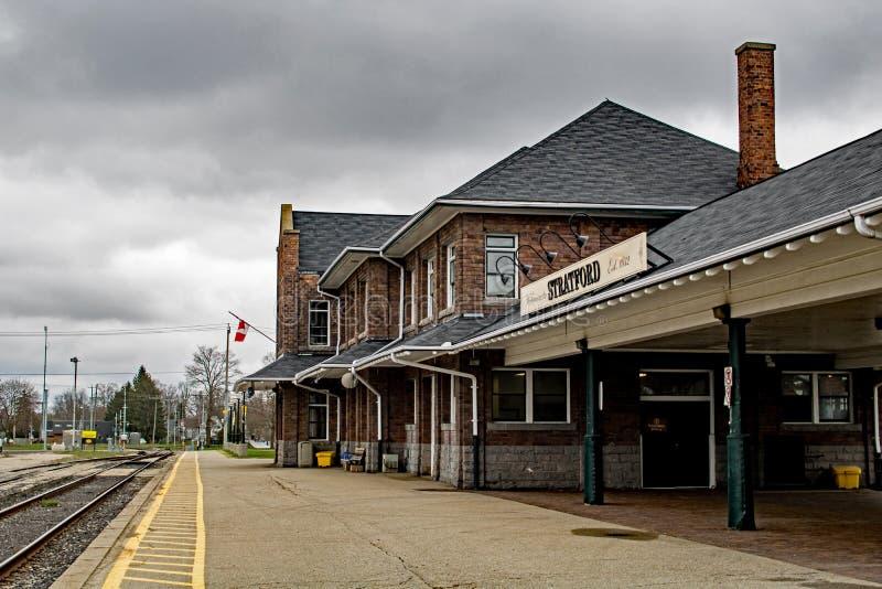 Pareciendo del oeste el Stratford histórico, Ontario, estación de tren de Canadá fotografía de archivo libre de regalías